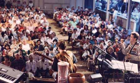 Concert at the Tabernacle by Uno Mundo (One World).